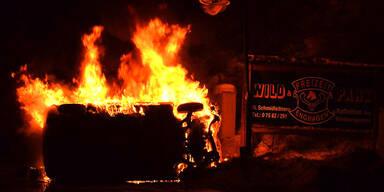 Alkolenker aus brennendem Auto gerettet