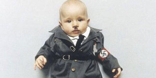 Künstlerin verkleidet Baby als Hitler