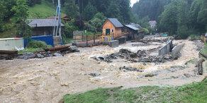 Schlamm-Lawine zerstört ganzen Ort