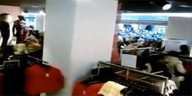 Massen stürmen H&M-Filiale bei Eröffnung