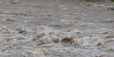 Dramatische Szenen im Hochwasser