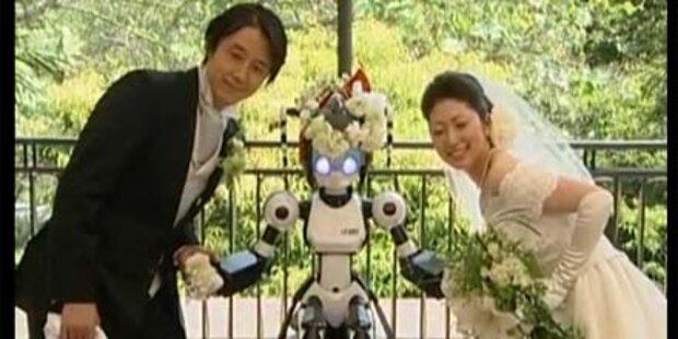 Japanisches Paar von Roboter getraut