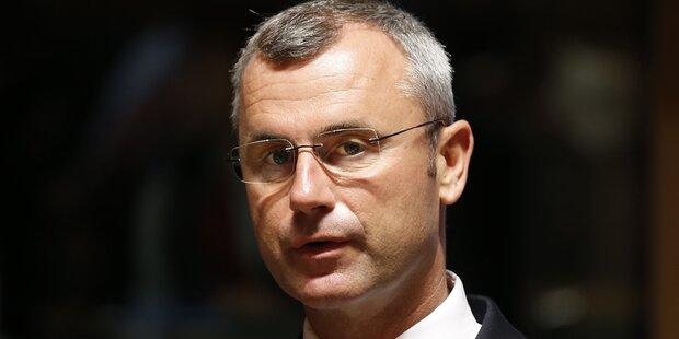 Rettungseinsatz bei Hofer: Minister kollabiert