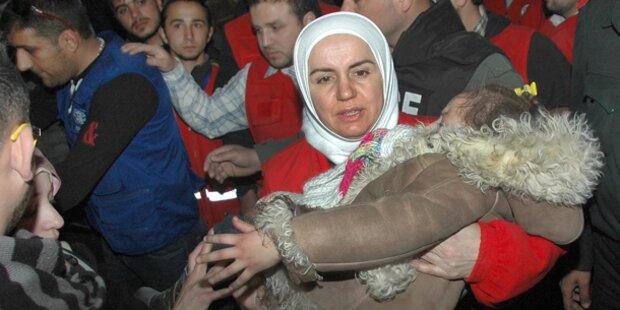 Terroristen steinigen Frauen