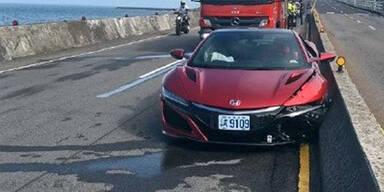 Autotester schrottet brandneuen Honda NSX