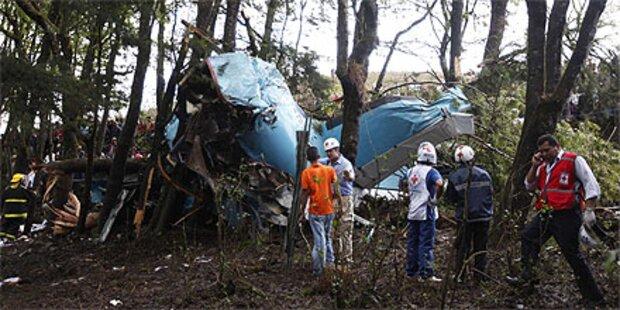 14 Tote bei Flugzeugabsturz