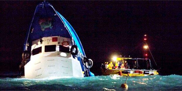 Schiff sinkt nach Crash mit Fähre - 37 Tote