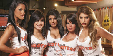 Hooters schmeißt knappe Outfits raus