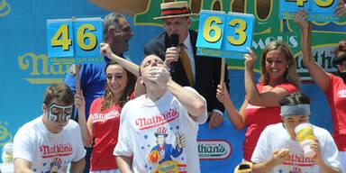 Wettessen: 69 Hotdogs in zehn Minuten