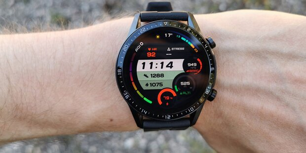 Smartwatch mit Wunderakku im Test