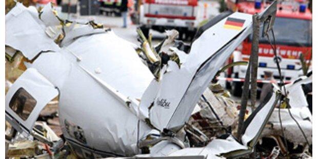 Hubschrauber verliert Flugzeug in Deutschland