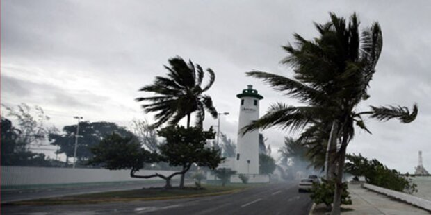 Golf von Mexiko: 300 Arbeiter evakuiert