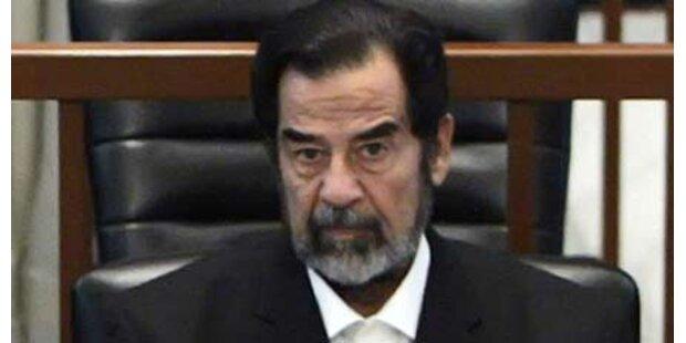 Hunderte pilgern zu Saddams Grab