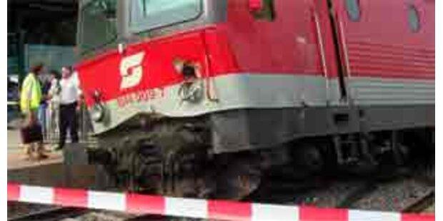 IC auf Südbahn gegen Bagger geprallt