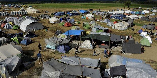 Polizei räumt Skandal-Lager Idomeni