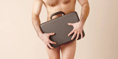 Mann, nackt, Beine, verdeckt, Koffer