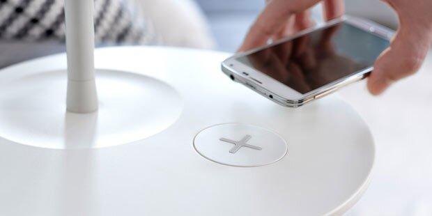 Ikea-Möbel laden Handys & Tablets