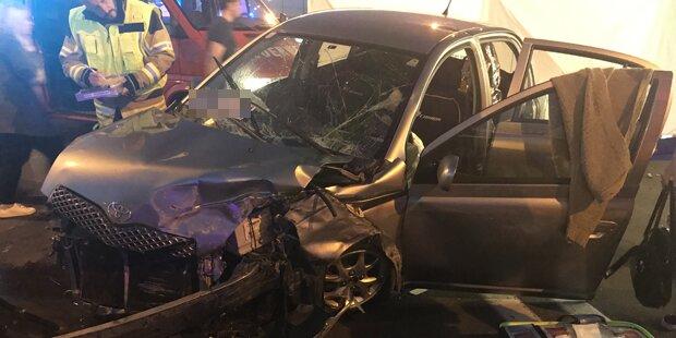 Lenkerin crasht in Leitschiene auf A2 kurz vor Wien - tot