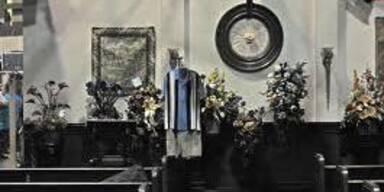 Erste Bilder von Charlie Harpers Beerdigung
