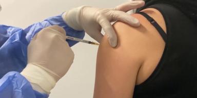 impfung in Oberarm