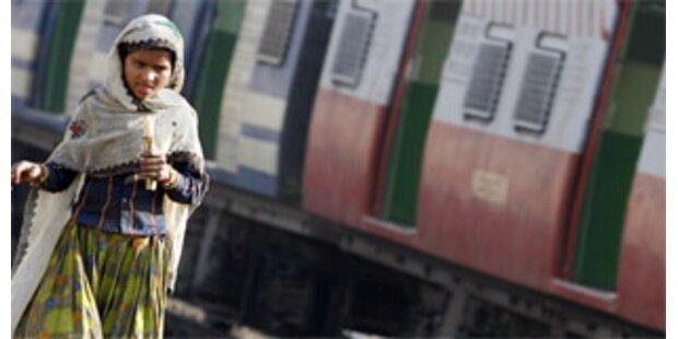 Schnellzug überrollt 14 Menschen in Indien