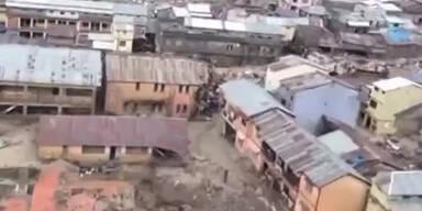 Indien: Tausende von Hochwasser gefangen