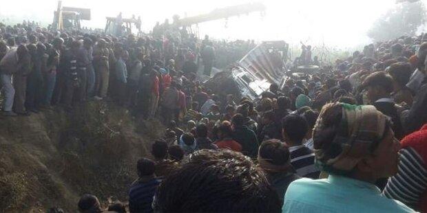 Schulbus crasht gegen Lkw: Mehr als 15 Tote