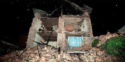 Schweres Erdbeben erschüttert Indien