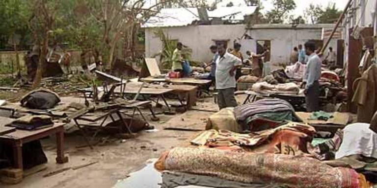 100 Tote bei Tropensturm über Indien