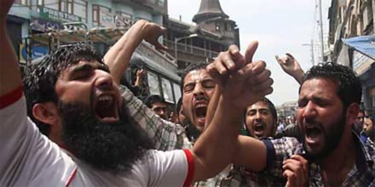 Bombenanschlag vor Stadion in Indien