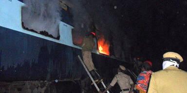 Feuer bricht in Schnellzug aus: 26 Tote