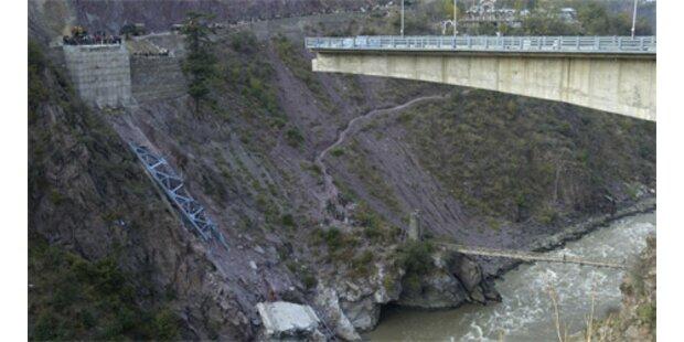 Mindestens drei Tote bei Brückeneinsturz in Indien