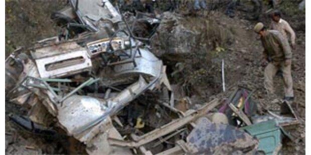 45 Tote bei Busunfall in Nordindien