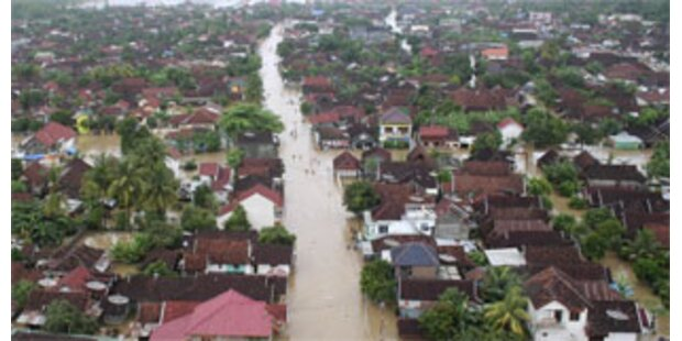 120 Tote bei Erdrutschen in Indonesien
