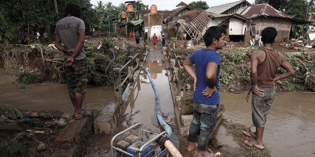 Dutzende Tote nach Unwettern in Indonesien