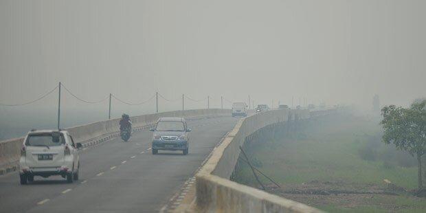 Indonesien: Regen dämmt Smog ein