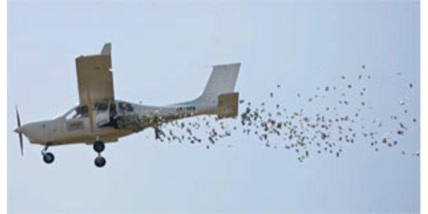 Indonesier ließ Millionen aus Flugzeug regnen