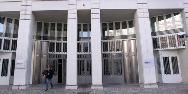 Anklage gegen ranghohe Beamte im Innenministerium