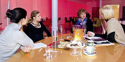 Gerda Rodgers und Kolleginnen