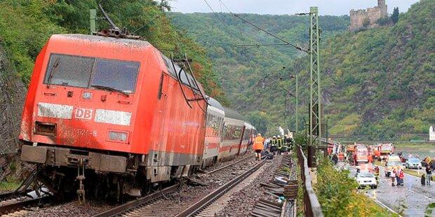 Erdrutsch lässt Intercity entgleisen