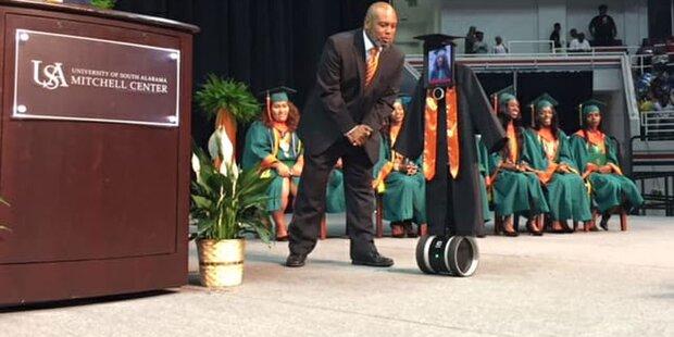 iPad-Robo statt Schülerin bei Abschlussfeier