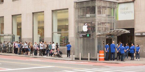 iPhone X: Fans warten vor Fake-Apple-Store