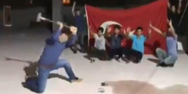 Türken zerschlagen iPhones und schreien