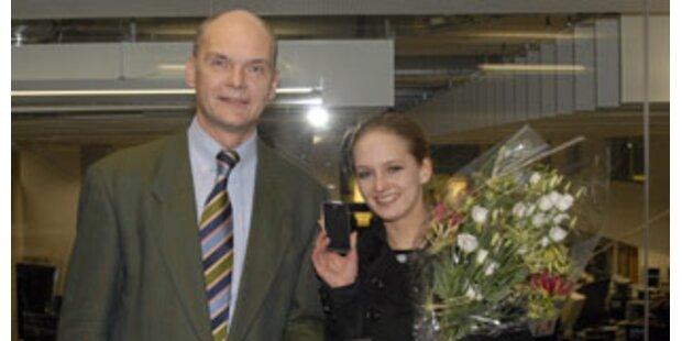 Junge Wienerin gewann das erste iPhone des Landes
