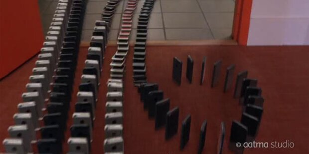 Geniales Video: Domino mit 10.000 iPhone 5