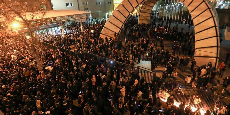 Nach Abschuss: Wut-Demos gegen die Mullahs