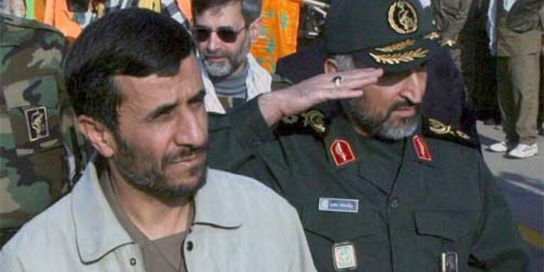 Irans Präsident Mahmoud Ahmadinejad (C) EPA
