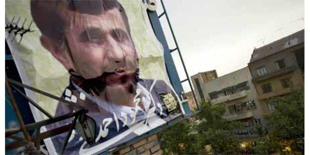 Herausforderer beschimpfen Ahmadinejad
