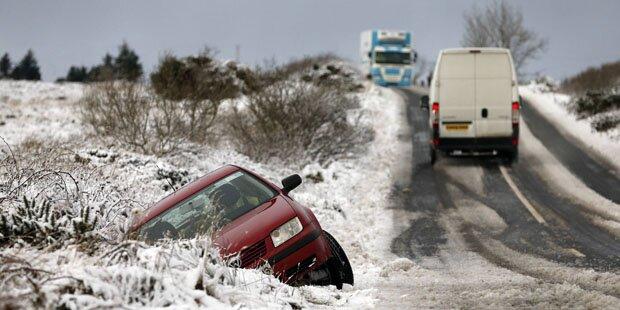 Winterstürme legen England und Irland lahm