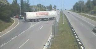 Video zeigt die irrsten LKW-Manöver